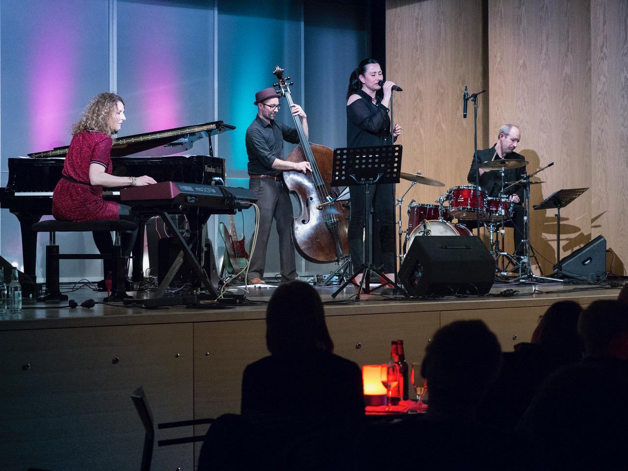 Schön, dass es solche Abende gibt: Beatrice Kahl und Band in Schwarzenbruck